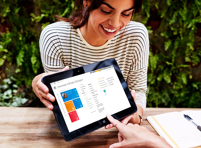 Image Microsoft Dynamics CRM chart on a tablet